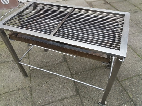 Miet-Holzkohlegrill 100x50cm, incl. Anlieferung